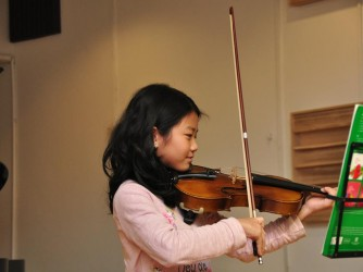Violin lesson for kids by The Music Factory