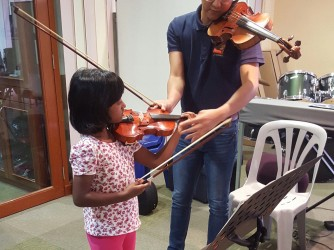Violin Lessons  by Music Makers