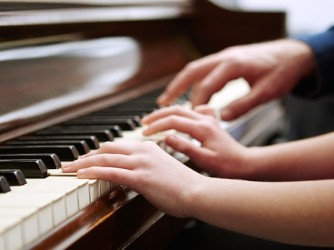 Piano lessons for Kids by Mahogany Musical Instrument & Courses