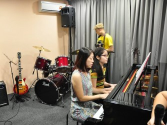 Piano lesson for kids by The Music Factory