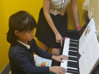 Piano Lessons - Individual by Music Makers