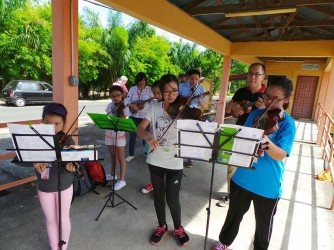 Violin Class for Kids by Yogaero Art Music & Dance