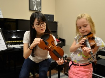Violin lesson for kids by Swee Lee Music Company